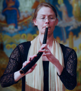 Kiri Tollaksen playing cornetto